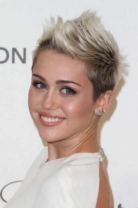 Kapsels en haarverzorging: Kort grijs haar maakt je jonger als