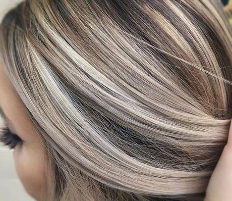 Blond Haar Met Bruine Lowlights